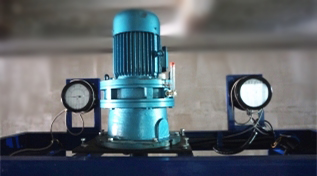 Components of chemical fiber spinning machine: spinning pump